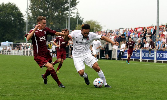 FT9C1162 - Damian Scannell holds off a Chelmsford defender