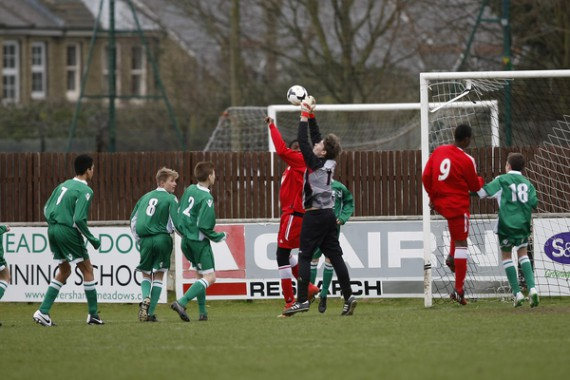 Kent FA Under 14 Youth Cup Final. Meridian VP v Thamesmead. Meridian VP in red.