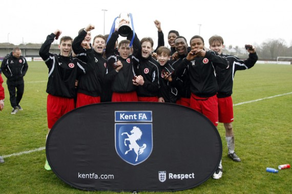 Kent Under 15 Youth Cup Final. Bridon Ropes v Welling United. Welling in red.